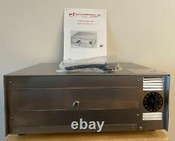 Electric Commercial Grade Pizza Oven by Wisco Industries Model 412-8 (NEW)