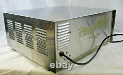 Silver WISCO 560E Commercial Pizza Oven, Counter Top, 23.5 x 17.5 x 10.2 -VGC