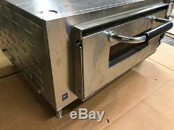 Waring WPO500 Single Deck Countertop Pizza Oven 120V Seasoned & Ready